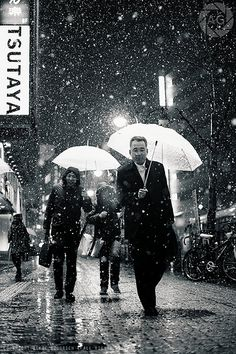 Shibuya in the snow: these people think I'm nuts, and they might very well be right :-) by Alfie   Japanorama, via Flickr