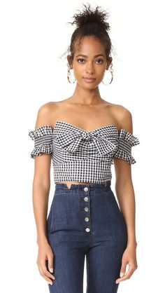 ¡Consigue este tipo de top hombros descubiertos de WAYF ahora! Haz clic para ver los detalles. Envíos gratis a toda España. WAYF Rayan Off Shoulder Top: This gingham WAYF crop top is styled in an off-shoulder silhouette. Boning structures the sweetheart neckline. Exposed back zip. Lined. Fabric: Shirting. Shell: 65% polyester/35% cotton. Lining: 100% polyester. Dry clean. Made in the USA. Imported materials. Measurements Length: 6.25in / 16cm, from center back Measurements from size S…