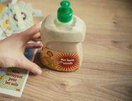 Pour moins de deux euros et en quelques minutes, faites vous-même votre liquide vaisselle maison. Bon pour l'environnement, sans danger pour la santé,...