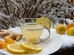 Having ginger water is very beneficial to your health. However, what are its benefits? Find out the ginger water benfits and side effects here. Home Remedies For Gout, Gout Remedies, Natural Health Remedies, Natural Cures, Natural Diuretic, Herbal Remedies, Salud Natural, Fat Burning Detox Drinks, Ginger Tea
