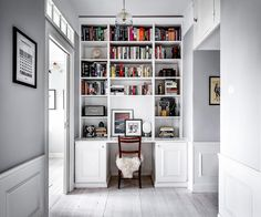 The 10 Best Today - - (New) The 10 Best Home Decor (with Pictures) - Isnt this site-built bookshelf amazing? This is part of the hall of our new apartment. Have a fantastic week everyone! Interior Design Studio, Home Office Design, Hall Mirrors, Villa, Modern Kitchen Design, Office Interiors, My Dream Home, Home Furniture, Home Goods