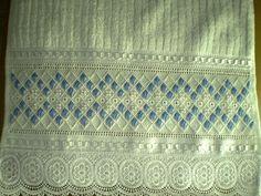Marca; karsten,100% algodão  Medida:33x50  Cor branca(canelada)  Trabalho:Ponto reto  Obordado pode ser feito na cor que o cliente desejar.  Cores de toalhas. branca e creme.