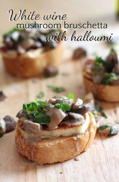 Foodie travel 187603140707105304 - White wine mushroom bruschetta with halloumi – easy to make, but RIDICULOUSLY delicious! Vegetarian Recipes, Cooking Recipes, Wine Recipes, Gula, Xmas Food, Snacks, Burger, Appetisers, Appetizer Recipes