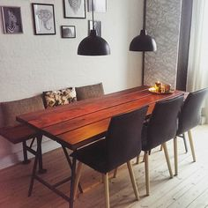 Hjemmelavet plankebord med tilhørende bænk #diy #planker #bejdse #matlak #teakbejdse #teaklook #lamperfraNetto #Netto #plankebord #handyman