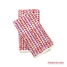 Make your cloth napkins stand out with a cute print or bold colour! #MyHomeSense // Ajoutez de la couleur en utilisant de jolies serviettes de table imprimées. #MonHomeSense