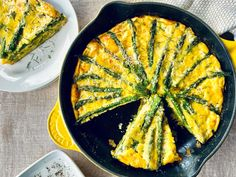 Asparagus Frittata, Fresh Asparagus, Easy Asparagus Recipes, Vegetable Recipes, Veggie Dishes, Breakfast Dishes, Breakfast Recipes, Breakfast Club, Breakfast Ideas