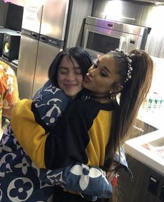 Billie Eilish met Ariana Grande at Coachella. Billie Eilish met Ariana Grande at Coachella. Billie Eilish, Selena Gomez Outfits, Ariana Grande Wallpaper, Dangerous Woman, Melanie Martinez, Celebs, Celebrities, Ikon, Music Artists