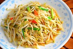 stir-fried bean sprouts with chive | Taiwanese Cuisine {recipe in Chinese}