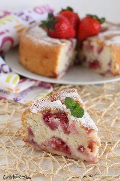 E' un dolce incredibile profumato e umido si scioglie in bocca. Cosa c'è di più confortevole di una bella torta alle fragole? Ideale per la merenda o colazione ....