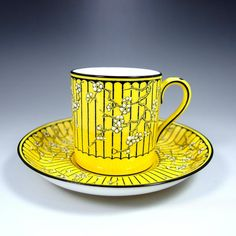 クラウン・スタッフォードシャーの『チャイニーズ・ブロッサム』 コーヒーカップ&ソーサーです。イギリスは紅茶の国というイメージがおありになるかもしれないのですが、当初はコーヒーが主流だったのですよ。 ⇩ http://eikokuantiques.com/?pid=94948048 #アンティーク #イギリス #英国 #アンティークカップ #英国アンティークス #クラウンスタッフォードシャー #コーヒーカン