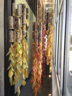 Leaf Press, Anthropologie Autumn Window Display Create these simple leaf press leaves for a fun autumn display inspired and created during a workshop by Anthropologie. Visual Display, Display Design, Store Design, Display Ideas, Arte Assemblage, Fall Window Boxes, Autumn Window Displays, Winter Window Display, Wind Chimes