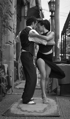 greeneyes55:  TANGO Photo:  Maria Churkina