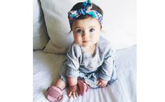 Fazer um laço com pano colorido fica lindo também. Foto: Pinterest/Aliyah Epperson