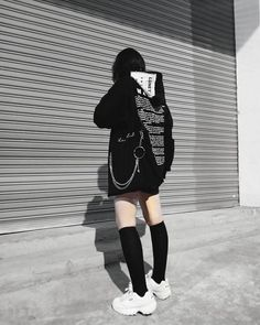 hipster girl outfits with jeans Hipster Outfits, Edgy Outfits, Swag Outfits, Korean Outfits, Grunge Outfits, Cool Outfits, Fashion Outfits, Hipster Clothing, Hipster Chic