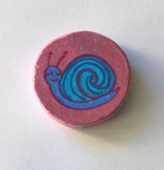 La lumachina blu. Calamita in legno di LabLiu su Etsy, €4.00