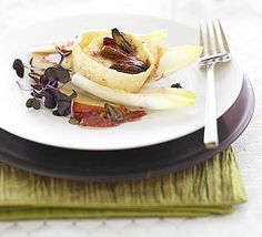 Grilled goat's cheese with cranberry dressing: A smart veggie starter that will impress even the biggest foodie at your dinner table Cranberry Dressing Recipes, Bbc Good Food Recipes, Yummy Food, Healthy Food, Vegan Food, Grilling Recipes, Cooking Recipes, Vegetarian Recipes, Veg Recipes