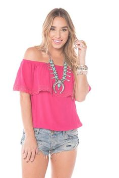 We can't get enough of the off the shoulder trend! Pair our Kemah top with a pair of white skinnies and some gold arm candy for a trendy look. Available in Rose
