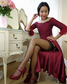 """mistressredheels: """"Leggy Ladies a must for slaves and leglovers….go to forum! LeggyLadies at Xlegs.net """""""