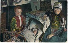 Marken moeder jongen en baby in wiegje #NoordHolland #Marken
