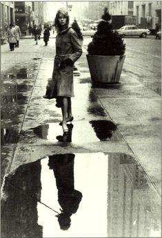 Jean-Shrimpton---New-York-1962--by-David-Bailey David Bailey Photography, Love Photography, Street Photography, Sixties Fashion, Emo Fashion, Fashion Shoot, Jean Shrimpton, Vogue Photographers, Pencil Skirt Black