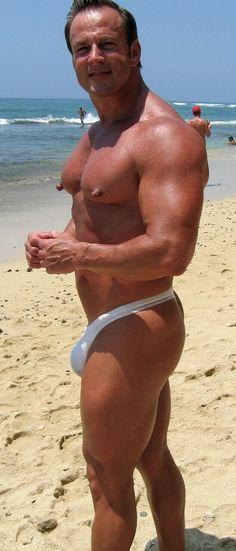 Nipple pigs - A blog focused on gay nippleplay : Photo