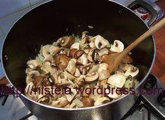 frikase-manitaria-kats Stuffed Mushrooms, Food And Drink, Cooking Recipes, Diet, Vegan, Chicken, Vegetables, Breakfast, Vases