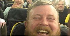 Βρήκε στο Αεροπλάνο έναν άγνωστο άνδρα που κάτι του Θύμισε. Μόλις Κάθισε δίπλα του οι Επιβάτες Σοκαρίστηκαν! Crazynews.gr