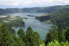 Le lac de Sete Cidades dans l'archipel des Açores. Luissilveira - depuis le mirador de Vista do Rei