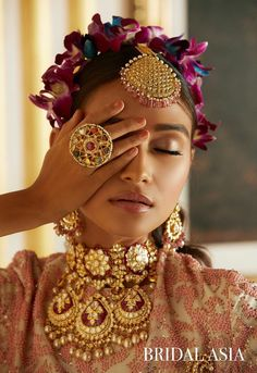 From Korean-beauty-inspired makeup techniques to Paris Fashion Week-inspired lip colors, here are the 9 latest Indian bridal makeup trends for every bride-to-be needs to see! Indian Jewelry Sets, Indian Accessories, Indian Jewellery Design, Fine Jewelry, Traditional Indian Jewellery, Trendy Jewelry, Jewellery Designs, Wedding Accessories, Hair Accessories