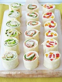 Smakocie and Łakołyki: tortilla rolls with three fillings Snacks Für Party, Appetizers For Party, Gourmet Recipes, Cooking Recipes, Healthy Recipes, Snack Recipes, Brunch, Xmas Food, Food Platters