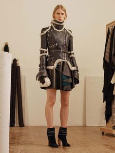Alexander McQueen  #VogueRussia #prefall #fallwinter2017 #AlexanderMcQueen #VogueCollections