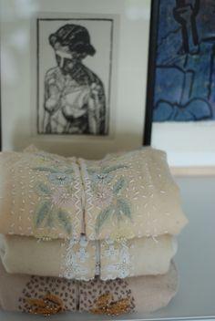 Min kreative blog om syning, konstruktion og alt det der skal til for at  lære at lave sit eget tøj. Jeg laver snitmønstre med DIY på forskelligesy  teknikker. Samtidig giver jeg fif og tricks til at lave fine detaljer og  til at få dit tøj til at sidde pænt.