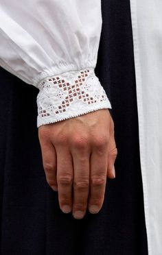 Norsk Hardanger Embroidery on the cuff of a Bunad Blouse / Folklore Fashion –… Hardanger Embroidery, Cross Stitch Embroidery, Types Of Embroidery, Embroidery Patterns, Floral Embroidery, Scandinavian Embroidery, Norwegian Style, Drawn Thread, Folk Costume