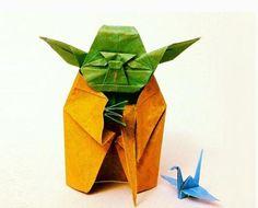 1yoda1  この折り紙ヨーダは元々、愛知県在住の日本人折り紙アーティスト川畑文昭さんが考案したものなのだそう。それをアレンジして折り紙アーティストの Yoyo Ferroさんが制作したそう。