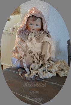 **kreuklint, kant en nog veel meer moois bij: http://sanny-vintageart.blogspot.nl/