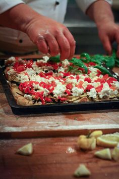 pizza making in Italy Focaccia Pizza, Pizza Pastry, Pizza Express, Salty Foods, Salty Cake, Pavlova, Vegetable Pizza, Good Food, Food And Drink