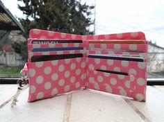 The polka dots are cute Duct Tape, Masking Tape, Washi Tape, Diy And Crafts Sewing, Fun Crafts, Arts And Crafts, Duck Tape Wallet, Craft Projects, Projects To Try
