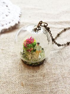 Hey, I found this really awesome Etsy listing at http://www.etsy.com/ru/listing/119732745/mini-world-glass-globe-necklace