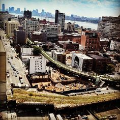 View of the new Highline (park built on the old elevated train line tracks). Manhattan, New York City. Photo: DeGuzman