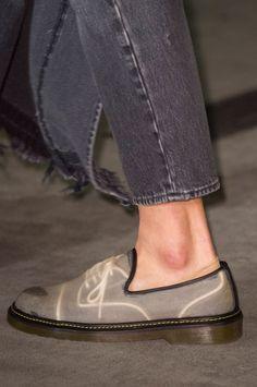 Maison Mihara Yasuhiro Spring 2018 Men's Fashion Show Details Men Fashion Show, Fashion Shoes, Mens Fashion, Fashion Tips, Sock Shoes, Men's Shoes, Dress Shoes, Fashion Illustration Shoes, Runway Shoes