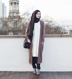 Arina Khan, a 20 years old Muslimah in her year of English lite… – Hijab Fashion 2020 Casual Style Hijab, Casual Hijab Outfit, Casual Chic, Casual Outfits, Islamic Fashion, Muslim Fashion, Modest Fashion, Hijab Fashion, Ootd Hijab