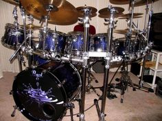 Pearl drums on rack.