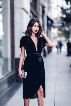 In this velvet dress you're definitley prepared for a luxurious night out.