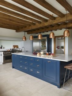 This classic contemporary Martin Moore kitchen marries large steel appliances with elegant hand painted furniture. Bespoke Kitchens, Luxury Kitchens, Country Kitchen, New Kitchen, Kitchen Ideas, Martin Moore Kitchens, Country House Interior, Country Homes, Tudor Style Homes