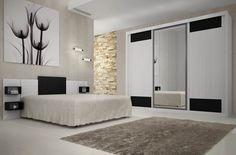Elegância e requinte na decoração do quarto. Aposte em móveis com porta de correr, espelhos e a combinação de branco com preto.