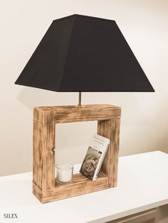Beds in pallet: Design and production of recovered wood furniture Flint Wood Floor Lamp, Wood Lamps, Diy Table Lamps, Wood Furniture, Living Room Furniture, Furniture Design, Wood Table Design, Lamp Design, Driftwood Lamp