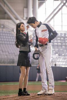 Rowoon Drama Click your Heart Click Your Heart, Neoz School, Korean Couple Photoshoot, Kim Seol Hyun, Korean Wedding, Kpop Couples, Ulzzang Couple, Seolhyun, Photo Heart