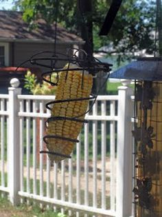 Snowflakes and Dragonflies: Cushion Spring Squirrel Feeder Bed Spring Crafts, Spring Projects, Spring Art, Rusty Bed Springs, Squirrel Proof Bird Feeders, Bird Feeder Plans, Mattress Springs, Diy Wood Projects, Bird Houses