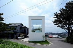 The Hiyoshi House is a fine example of compact Japanese architecture, designed by EANA, the firm responsible with the project and placed in Yokohama. Japanese architecture borrows a different value. Architecture Résidentielle, Minimalist Architecture, Japanese Architecture, Contemporary Architecture, Modern Contemporary, Compact House, Compact Living, Japan Design, Inspiration Design