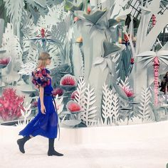 Our Favorite Set Designs from Paris Couture Week Chanel paper cut jungle - set design at Paris Couture Week Design Set, Set Design Theatre, Display Design, Stage Design, Event Design, Papercut Art, Vitrine Design, Illustration, Stage Set
